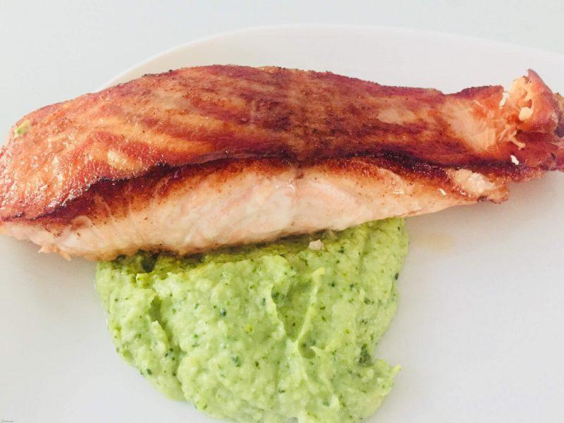 Gebakken zalm met broccoli puree
