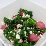 warme boerenkool salade met gebakken radijzen en fetakaas