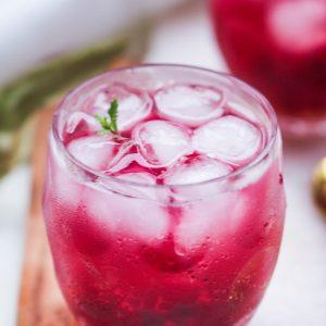 Keto Cocktail van thee en citroen